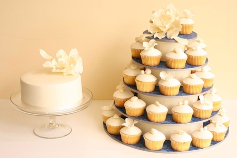 Wedding cake ideas design white flowers