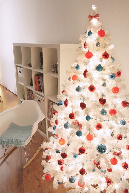 White Christmas tree decor ideas and how to