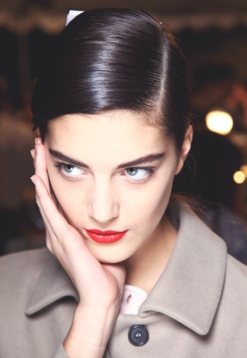 Red lips makeup beauty trend