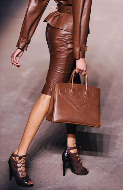 brown interior decor style ideas inspiration fashion chocolate lab